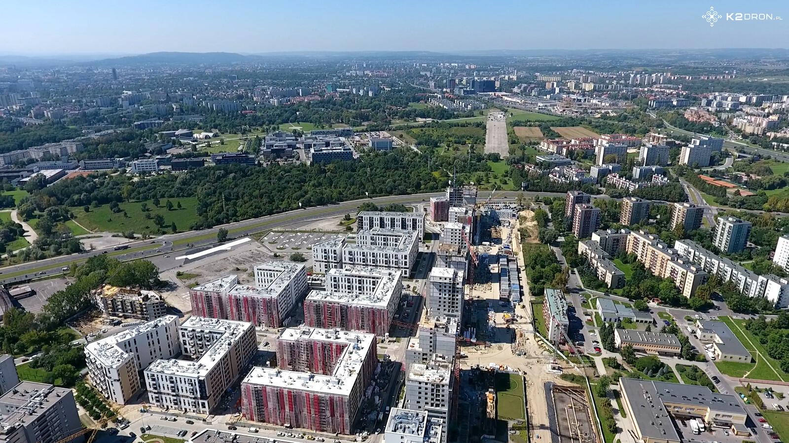 Zabudowa w sąsiedztwie pasa startowego w Krakowie Czyżynach