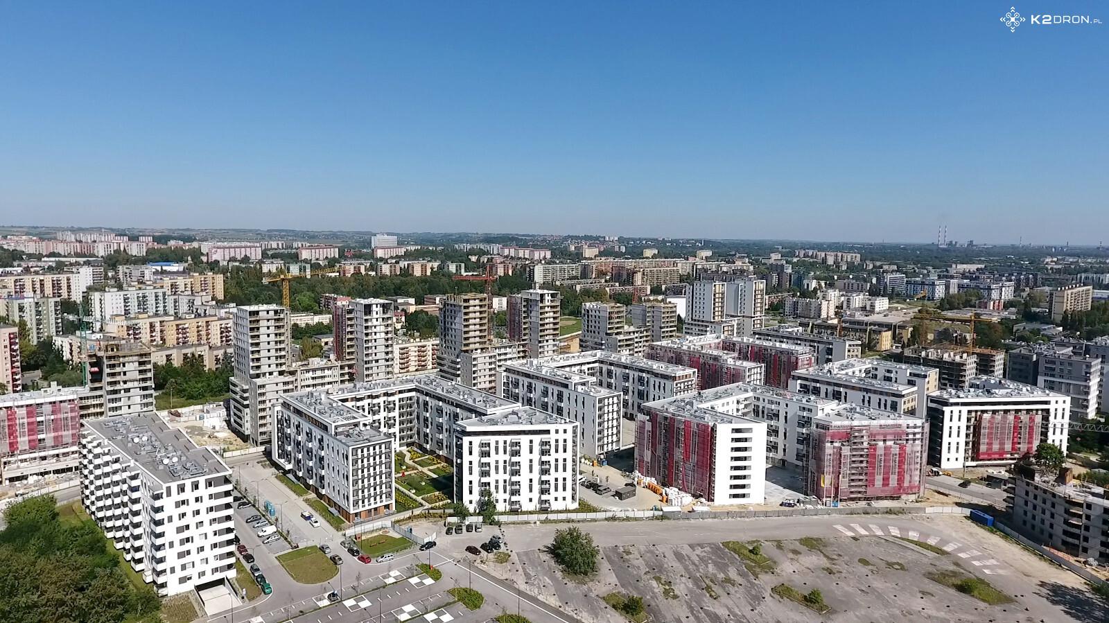 Osiedle Nowe Czyżyny widziane z góry - budynki wzdłuż ulicy Orlińskiego