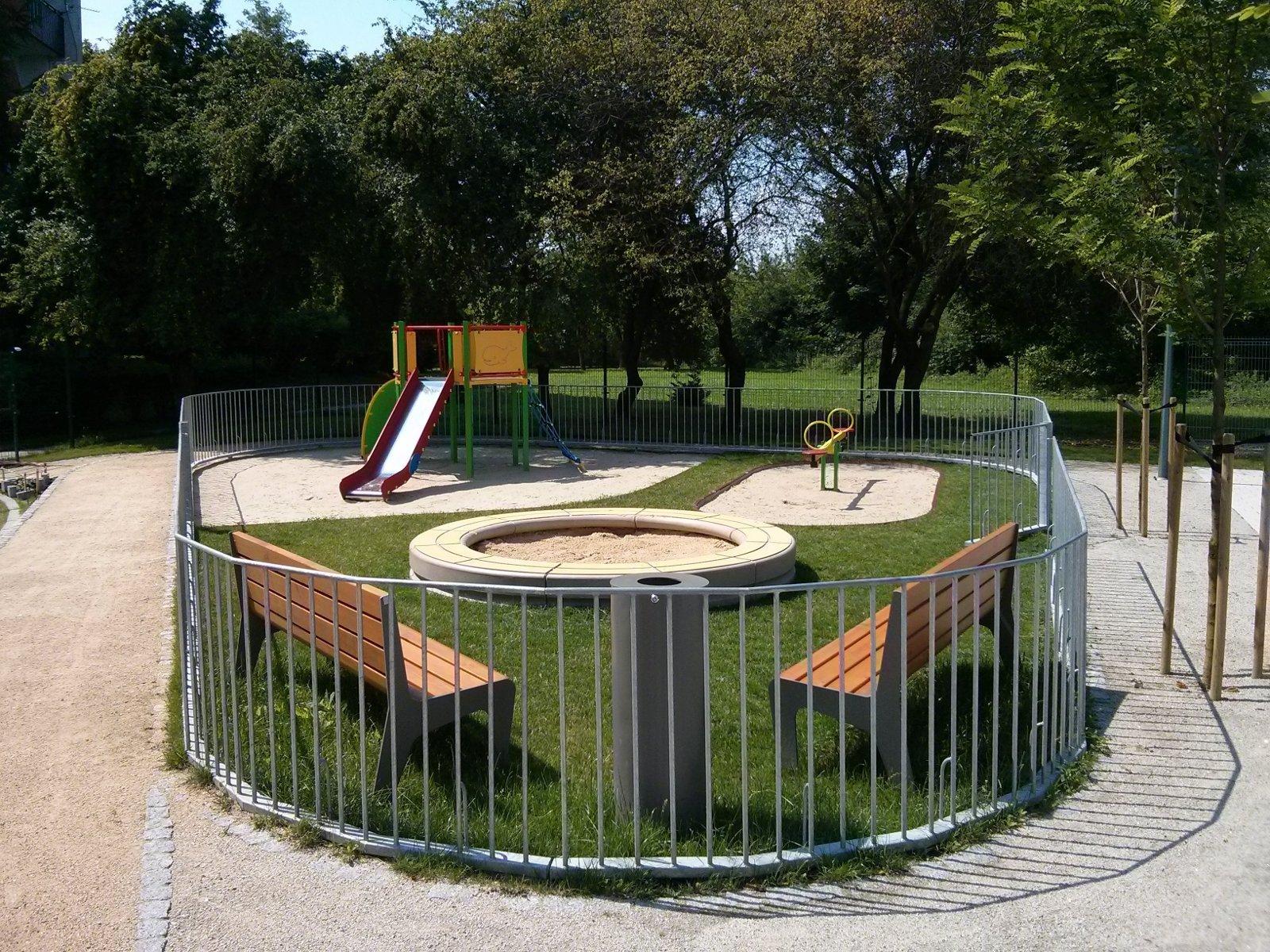Plac zabaw dla dzieci - osiedle Avia