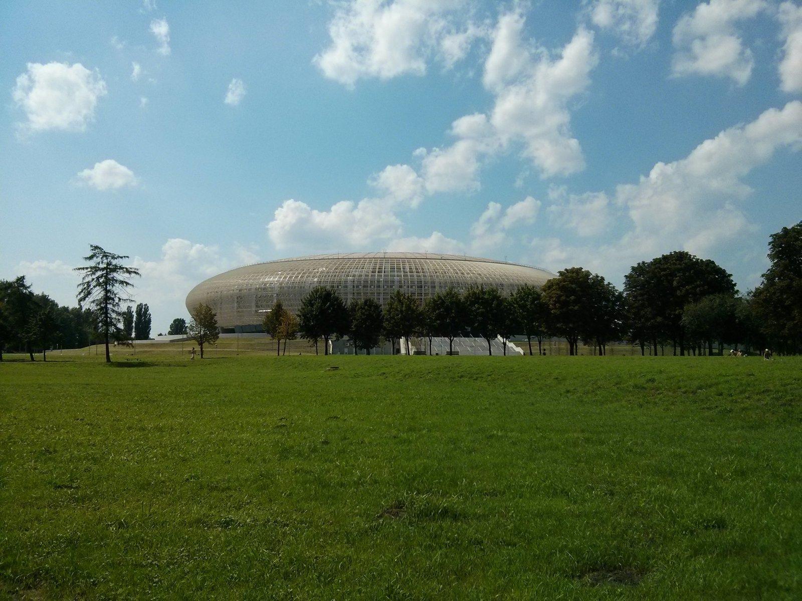 Zdjęcia hali widowiskowo-sportowej w Czyżynach