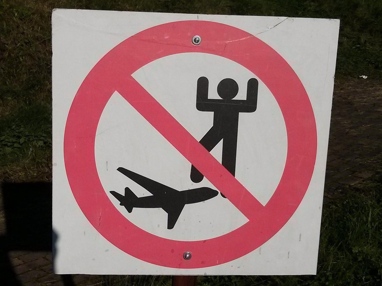W Muzeum Lotnictwa obowiązuje zakaz wchodzenia na samoloty