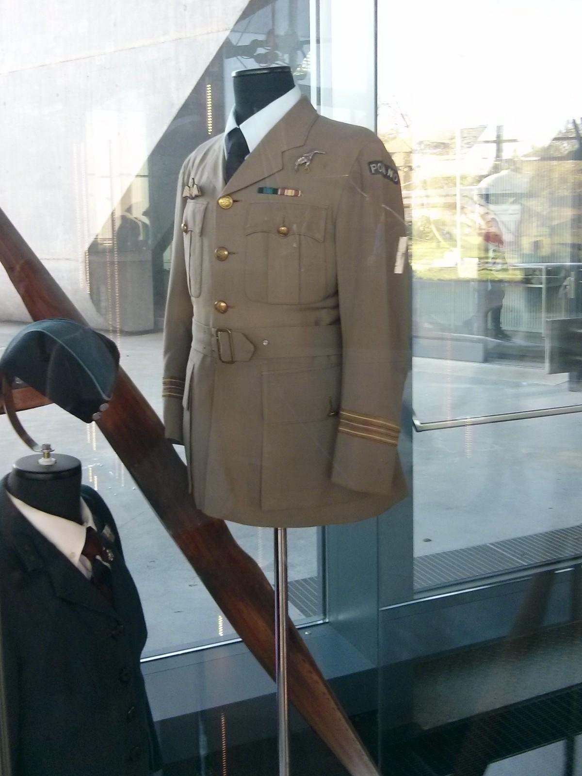 Mundury wojsk lotniczych w Muzeum Lotnictwa Polskiego w Krakowie