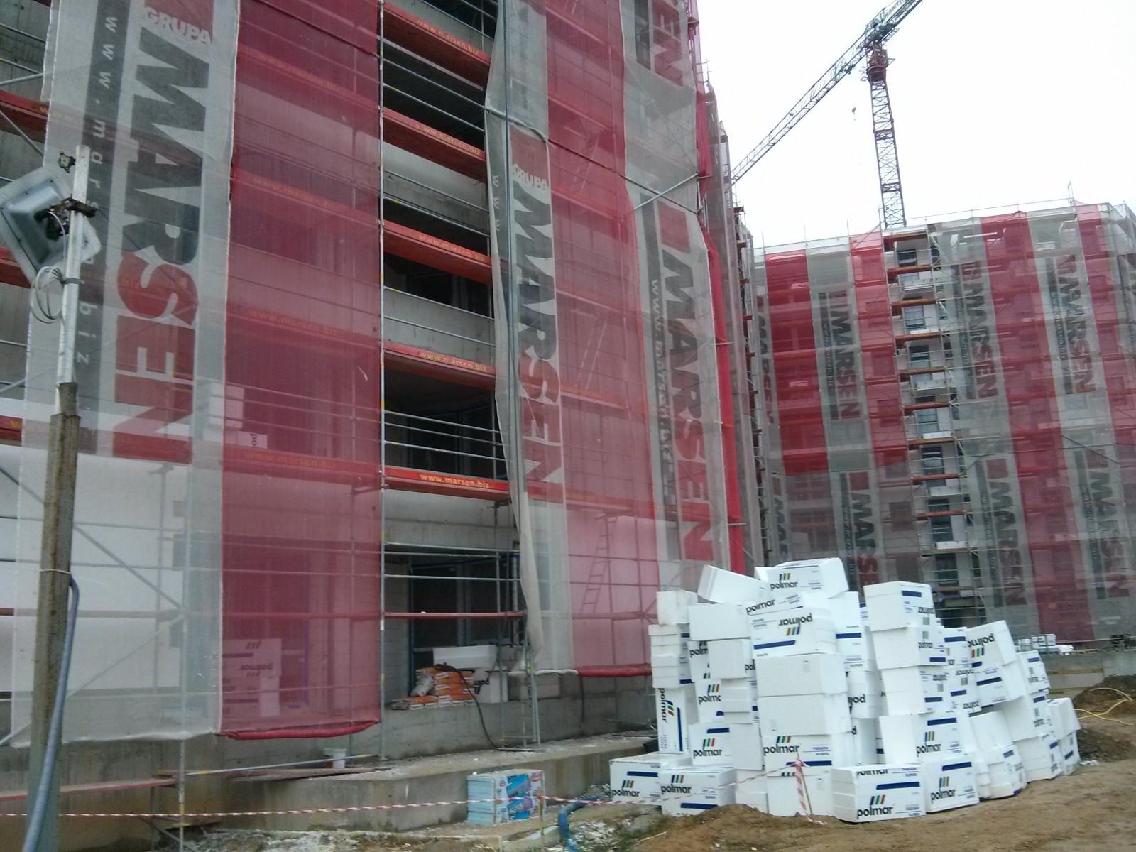 Rusztowanie i ocieplanie budynku Awia II w Czyżynach