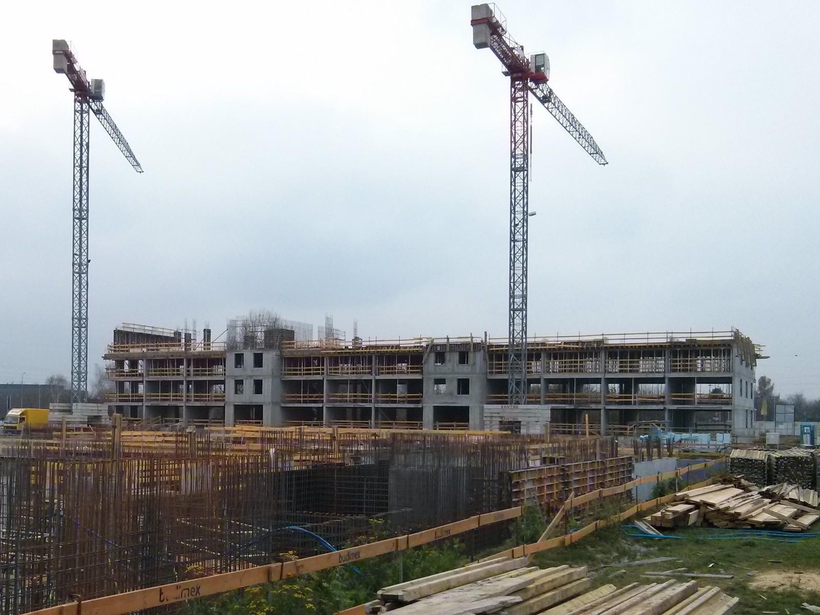Orlińskiego 4 - budowa kolejnych pięter od strony osiedla Avia