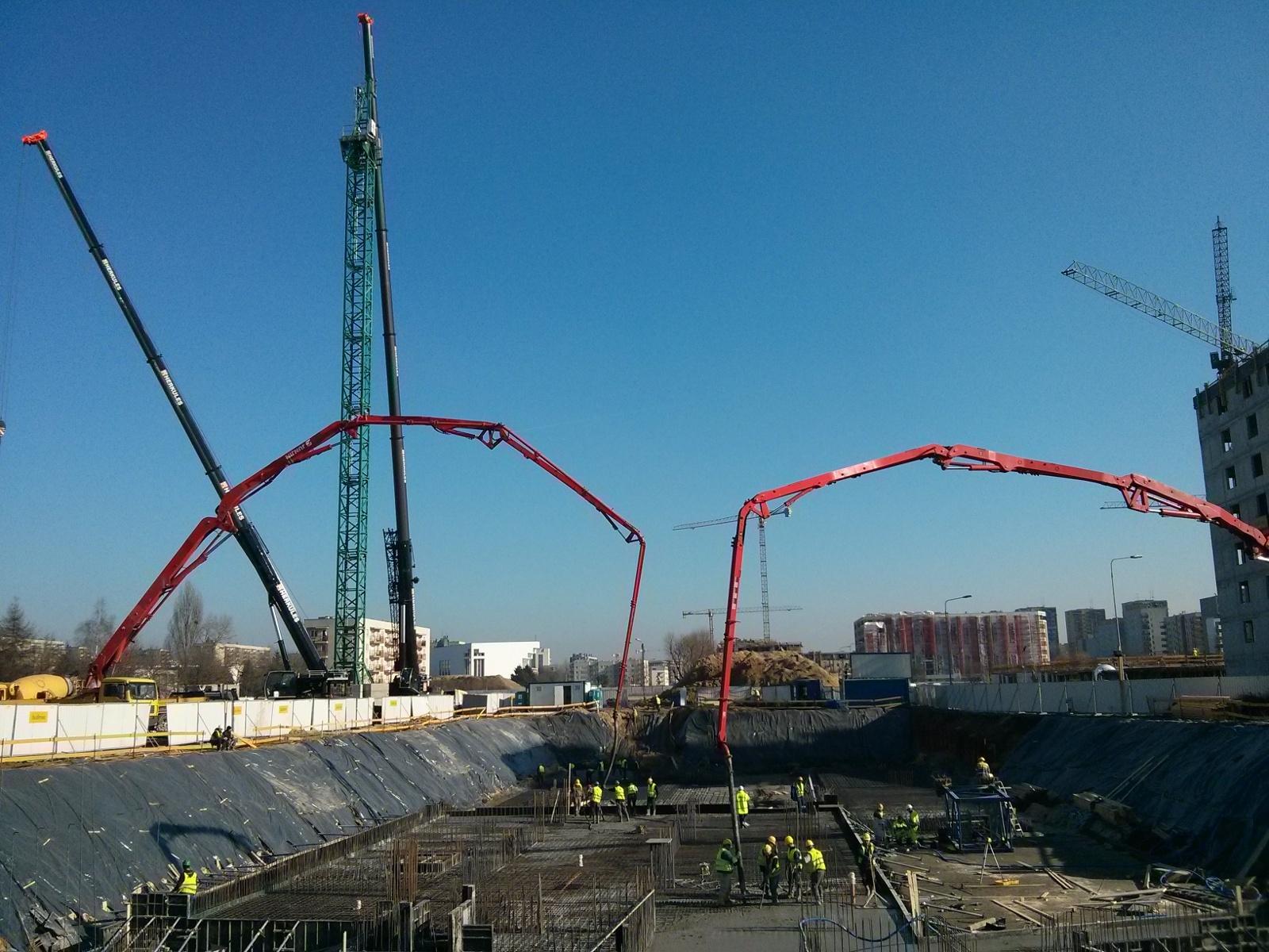 Deweloper Budimex stawia żuraw budowlany na budowie Orlińskiego 1