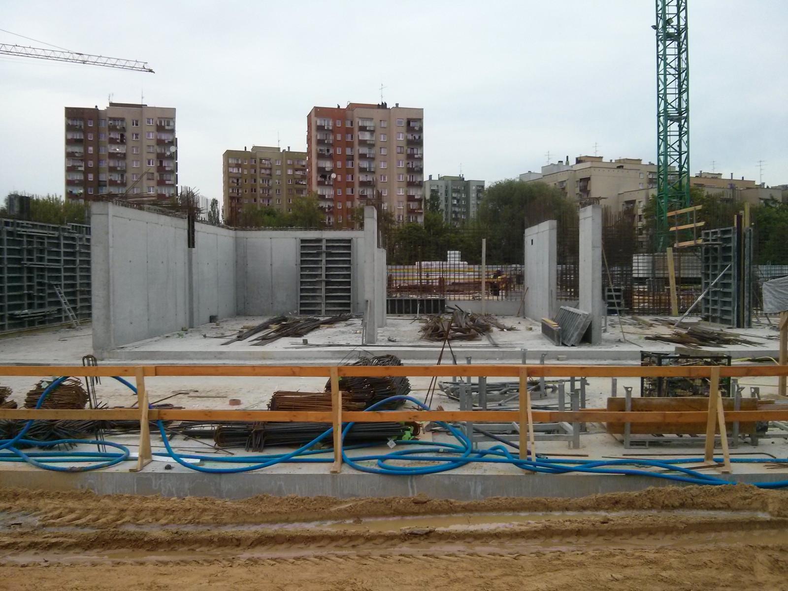 Tanie mieszkania w Krakowie z MdM - budowa parteru bloku