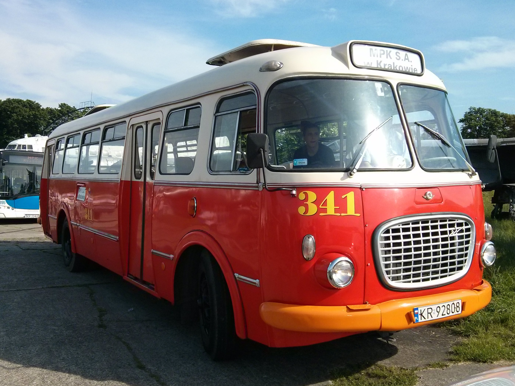 Wystawa zabytkowego autobusu Jelcz popularnie zwanego Ogórkiem