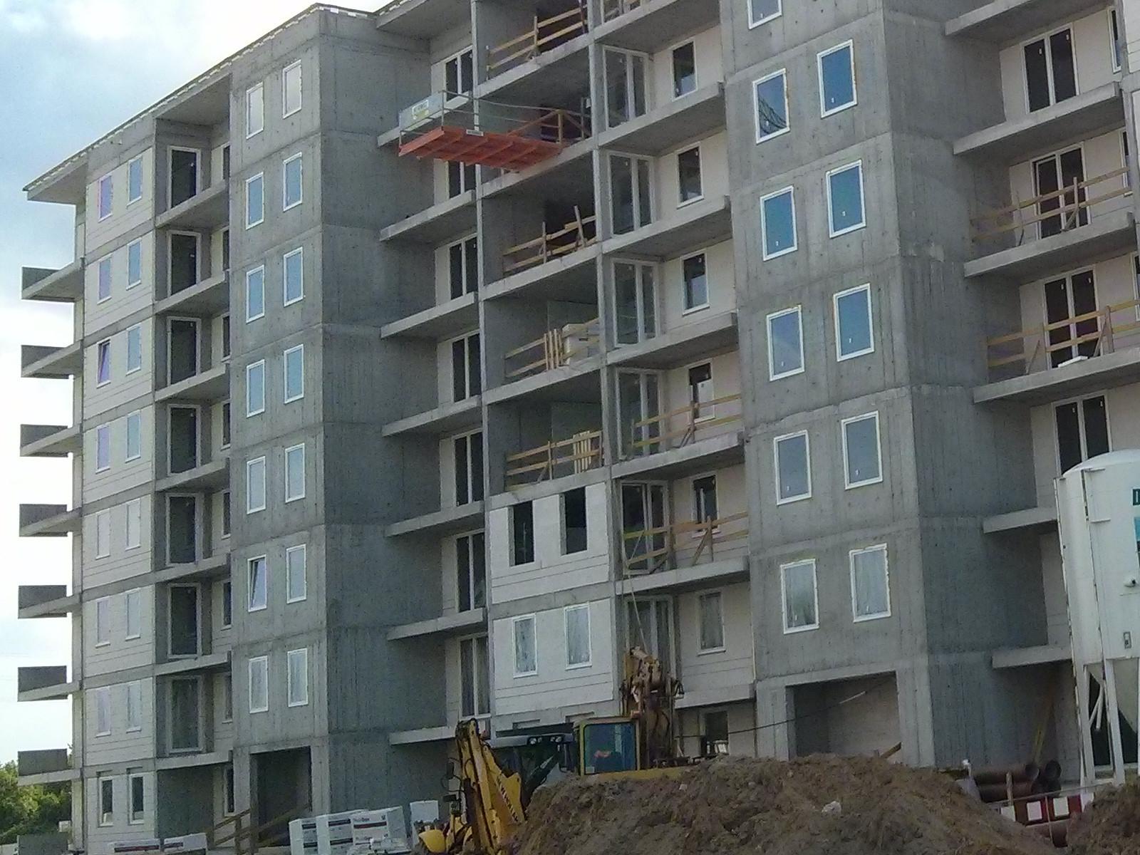 Ostatnie ściany osłonowe w nowych mieszkaniach na Orlińskiego 4