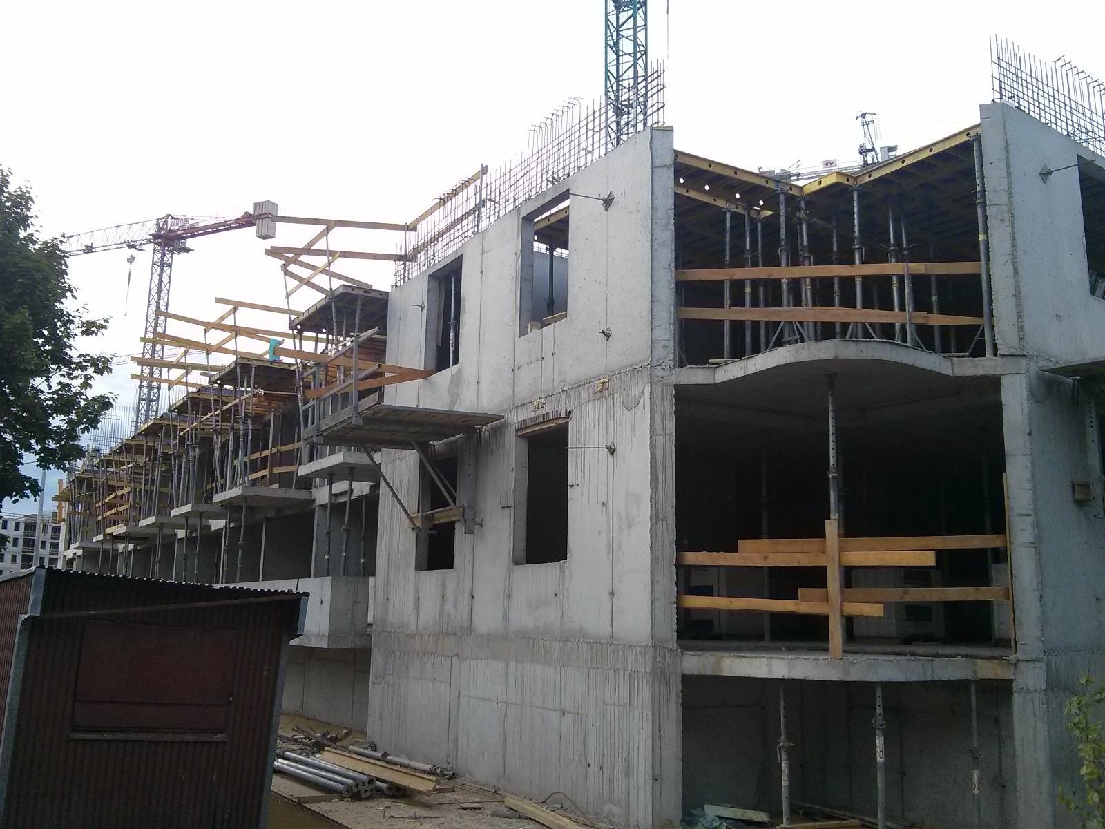 Budowa pierwszego piętra inwestycji Avia 5 od południowego zachodu
