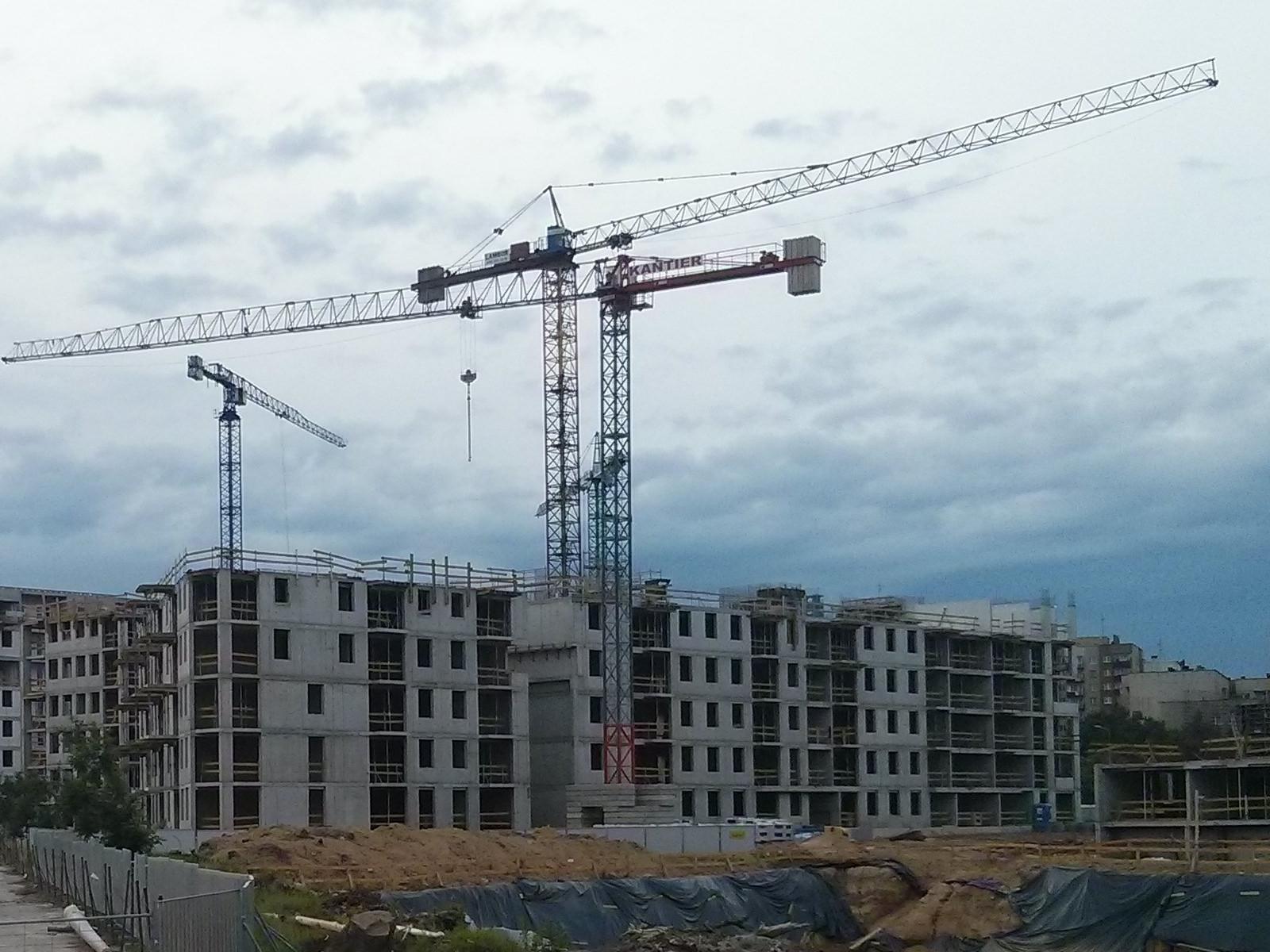 Budowa budynku Orlińskiego 6 widziana od strony południowej