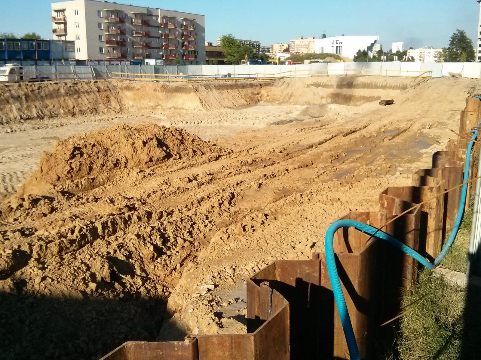 Wykop pod budowę inwestycji Orlińskiego 3 od strony zachodniej