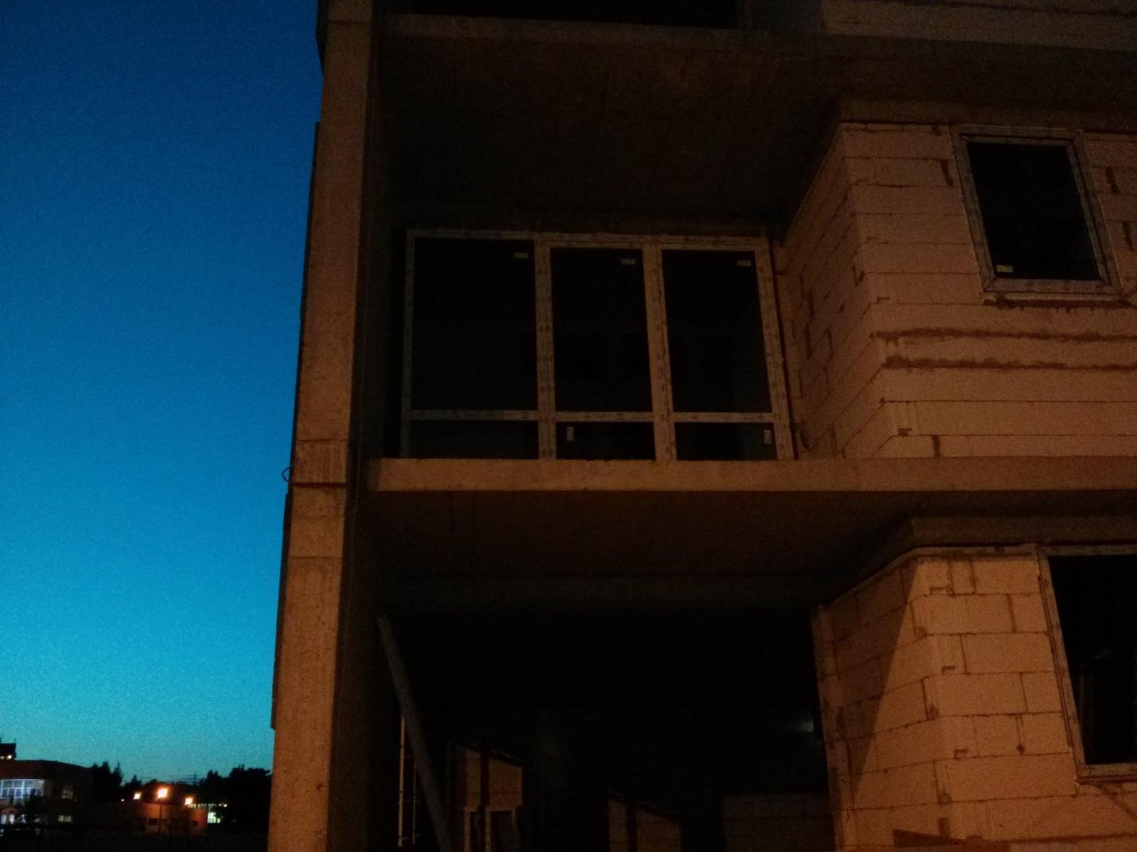 Okno balkonowe i drzwi balkonowe w nowym buynku Avia 2