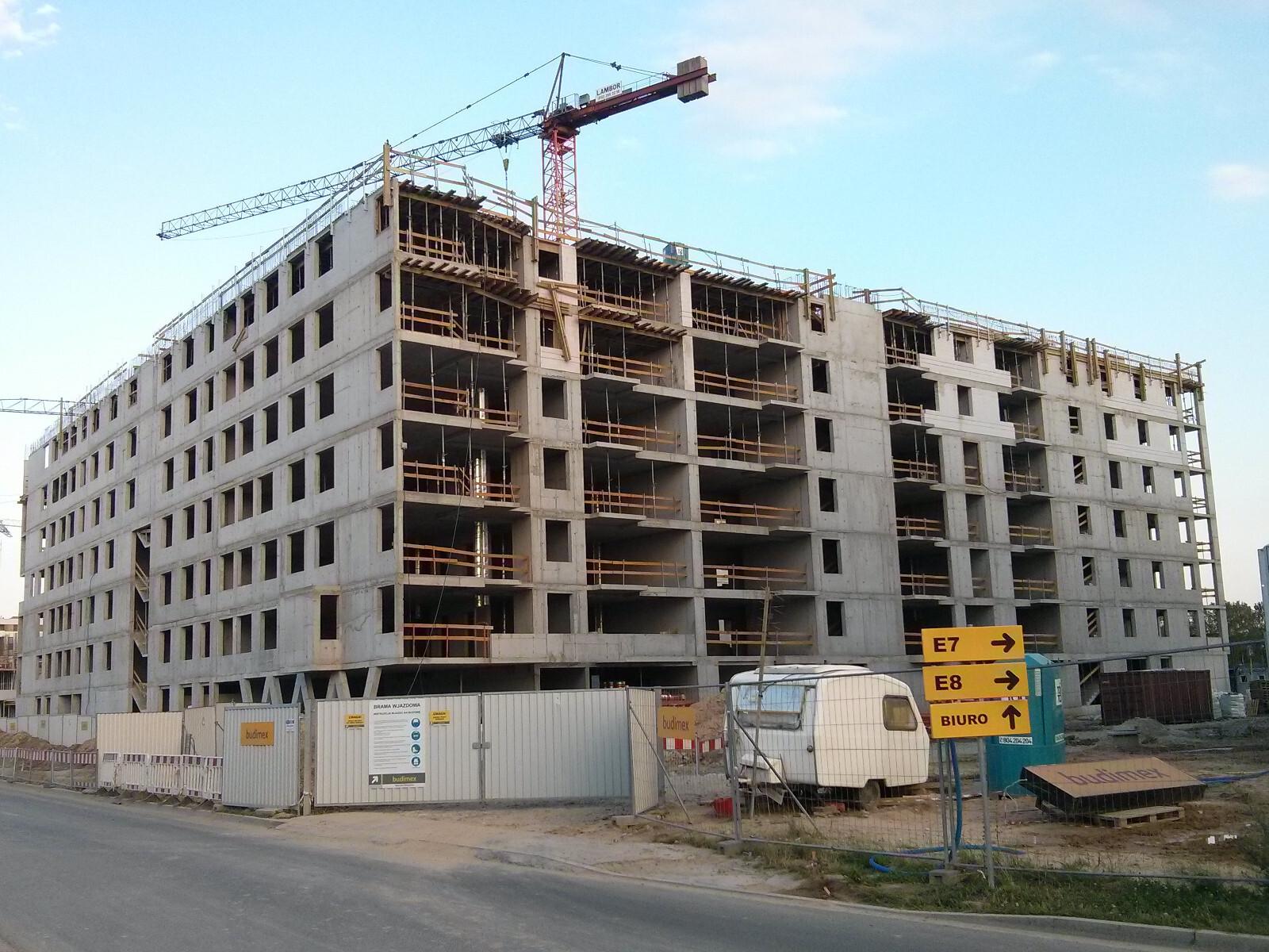 Tanie mieszkania w Krakowie, Budimex stawia ostatnie piętro bloku