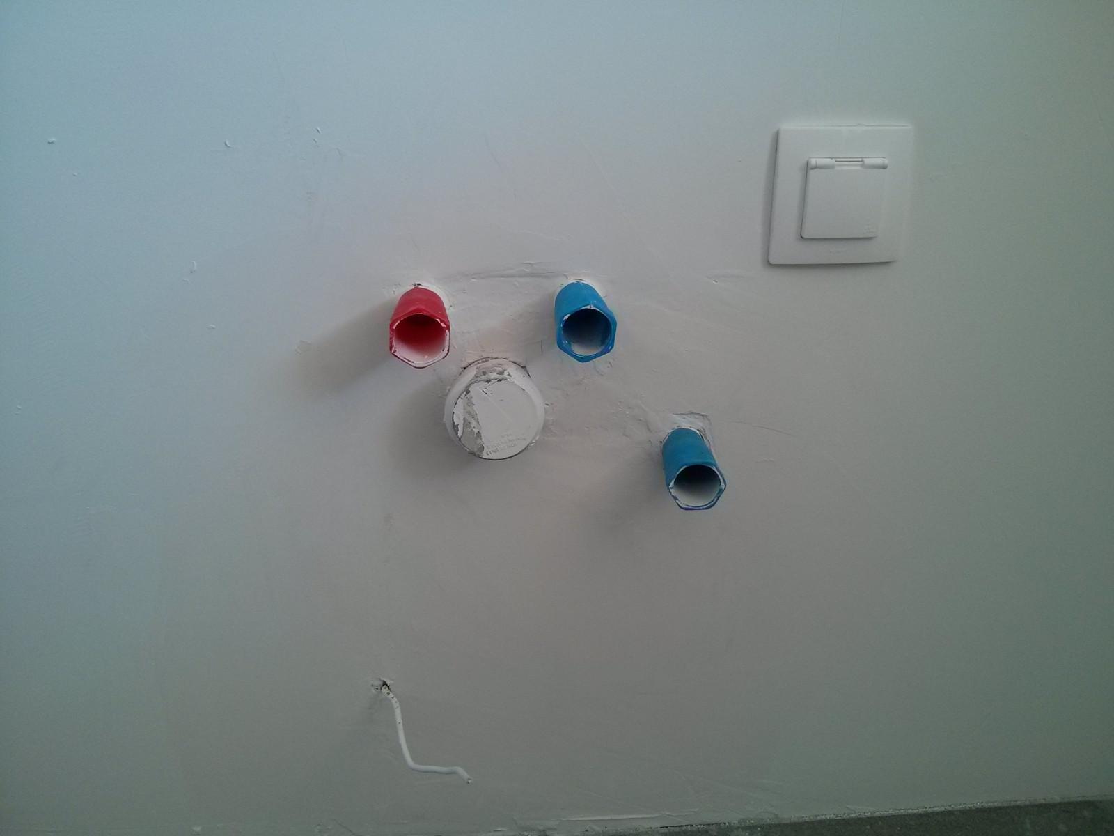 Wyprowadzenia wody w kuchni oraz odpływ wpuszczone ze ściany nowe Czyżyny