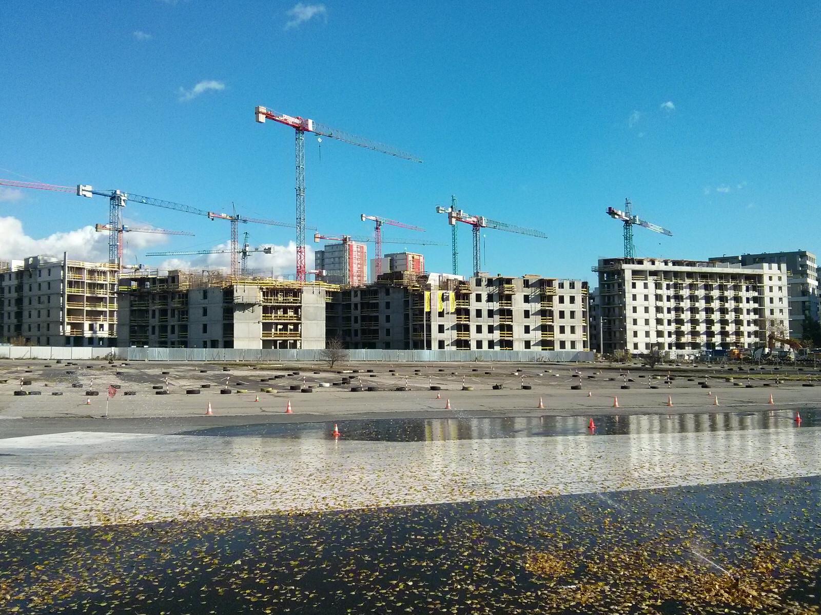 Okolice pasa startowego dawnego lotniska w Czyżynach i budowa nowych Czyżyn