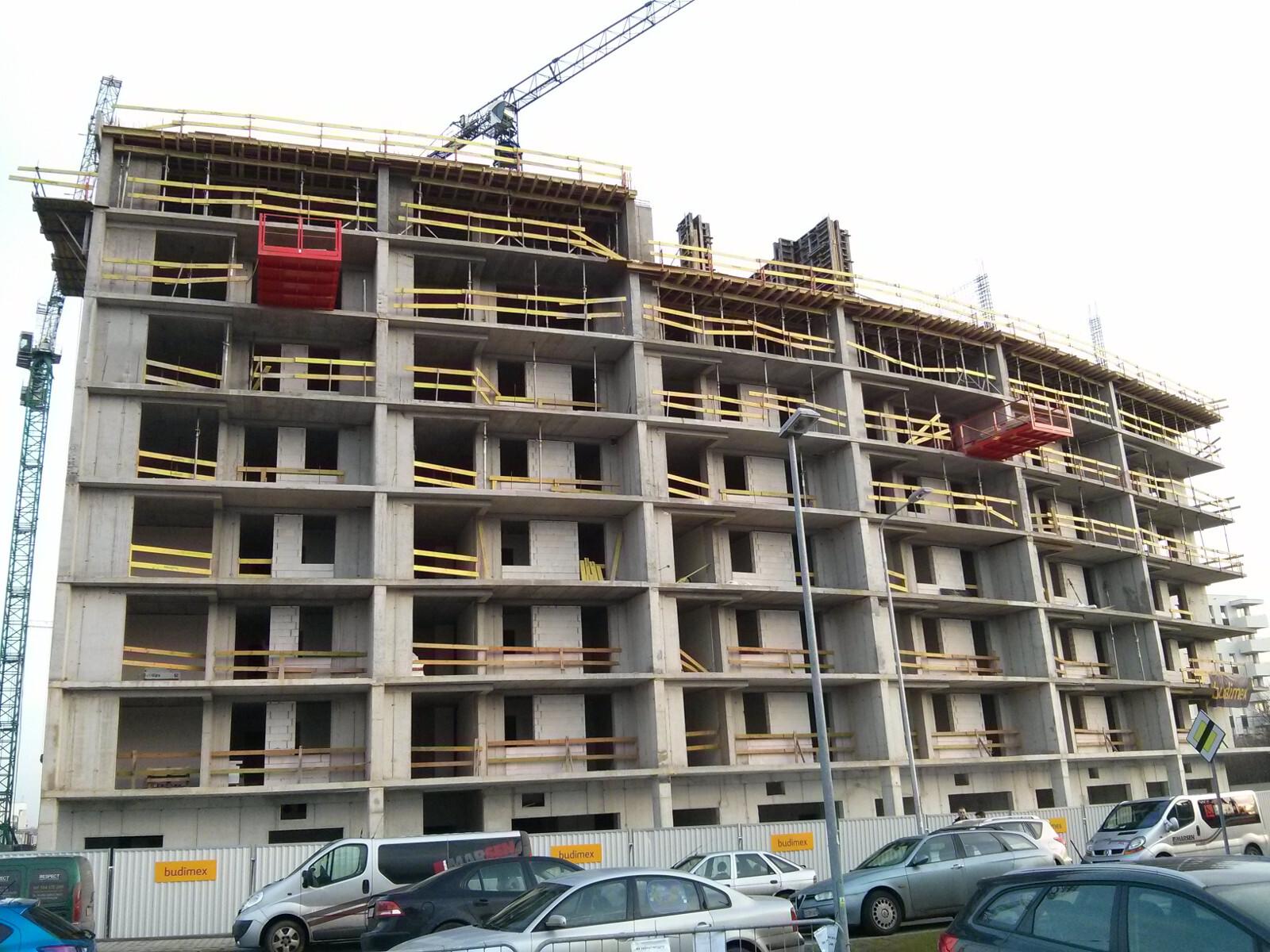 Zaawansowanie prac na placu budowy nowych tanich mieszkań w Krakowie na Orlińskiego 1
