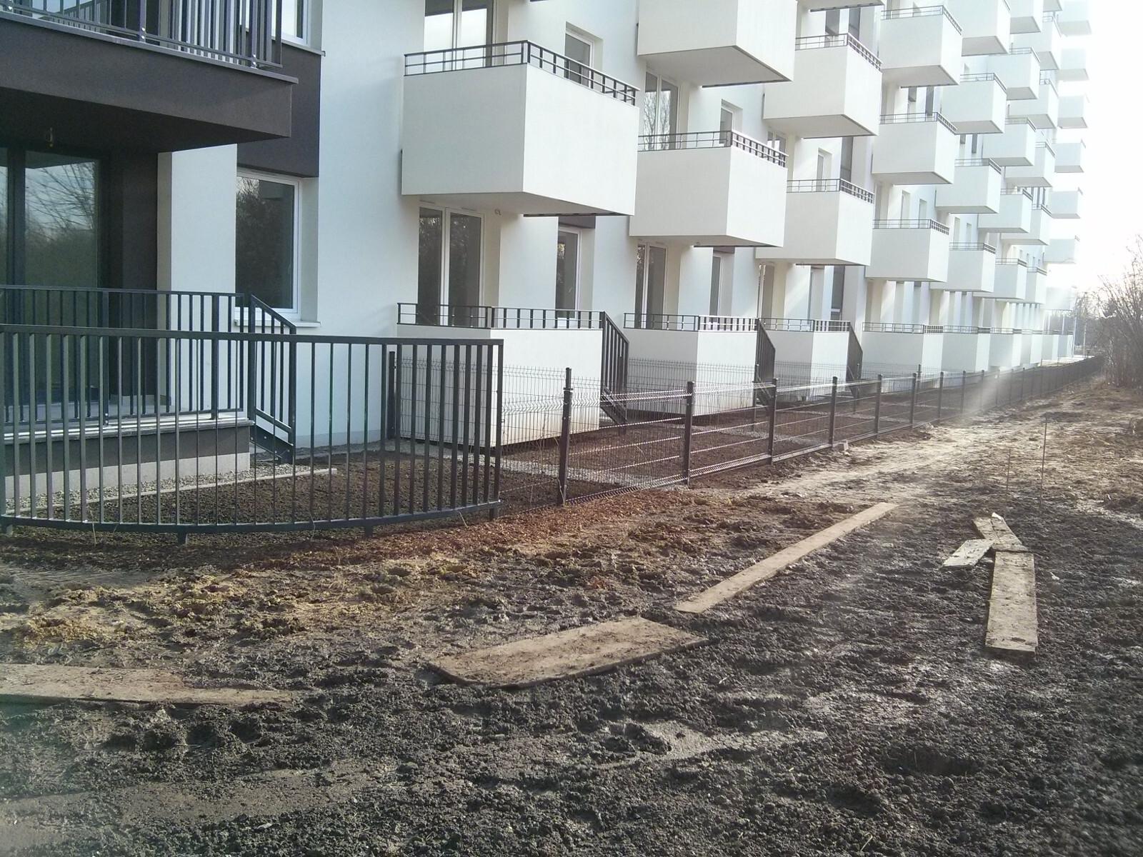 Ogródki przynależące do nowych mieszkań na parterze Orlińskiego 4