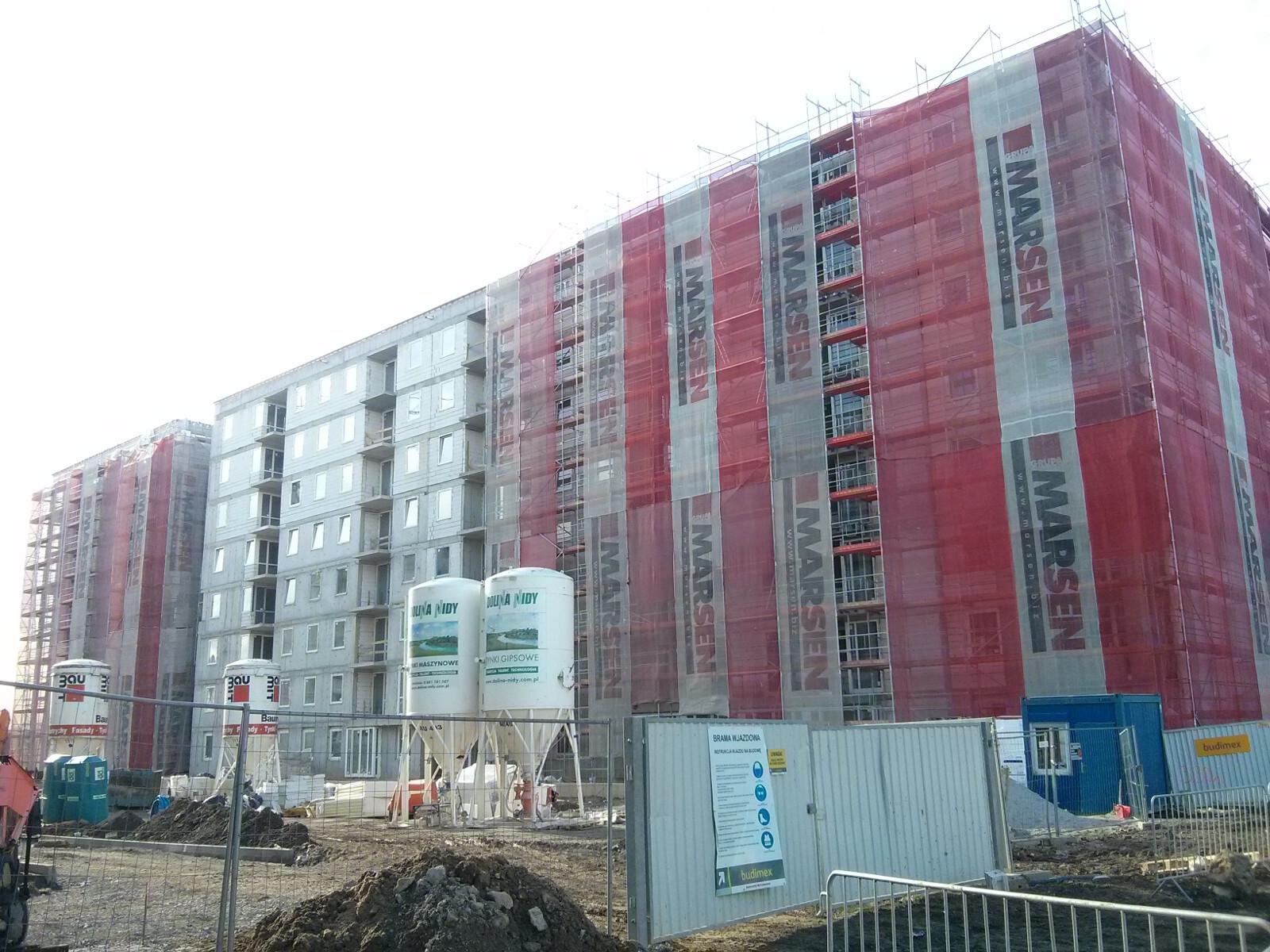 Blok Orlińskiego 6 w Czyżynach - ocieplanie nowych mieszkań