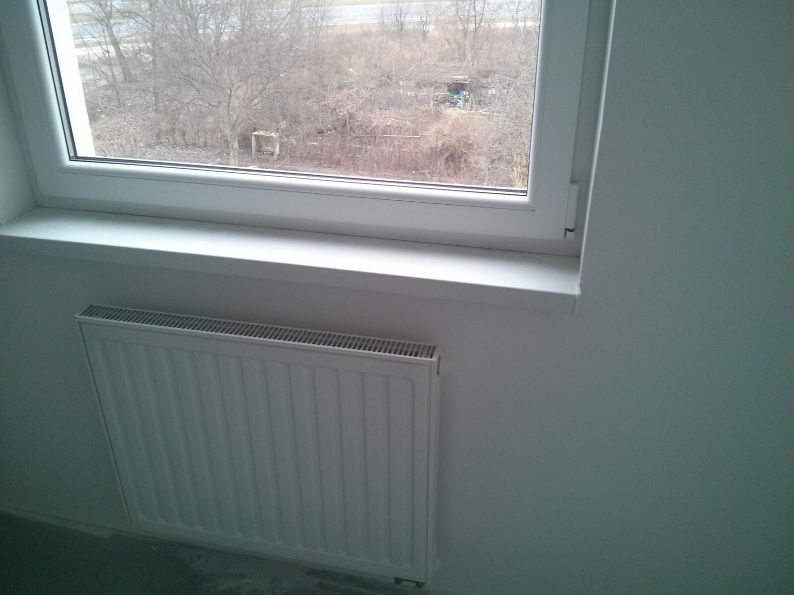 Nowe okna i grzejniki w tanich mieszkaniach na Orlińskiego 4 w Krakowie