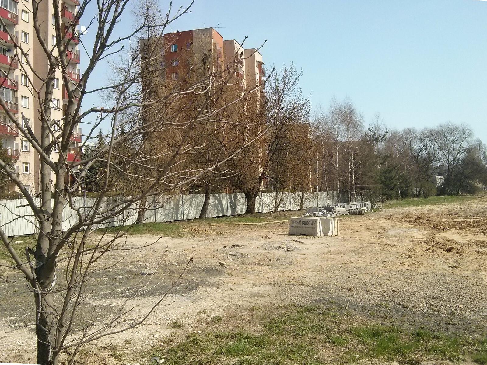 Działka Budimexu na której znajdują się drzewa, o które walczą mieszkańcy Czyżyn