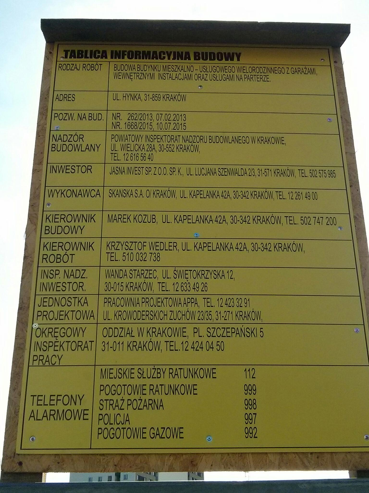 Tablica informacyjna nowej budowy przy pasie startowym przy Hynka w Krakowie