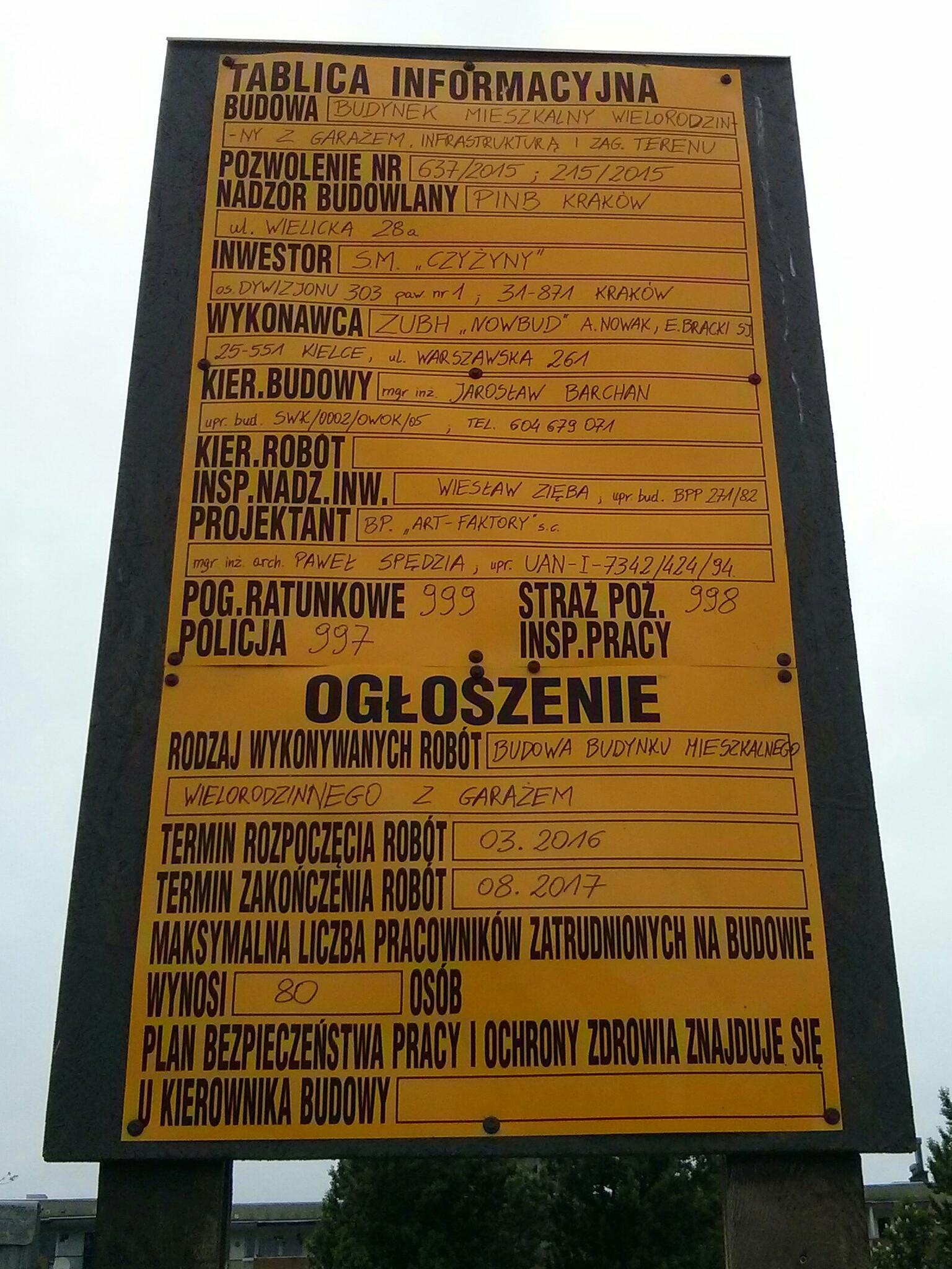 Tablica z informacjami o budowie prowadzonej przez spółdzielnię Czyżyny przy pasie